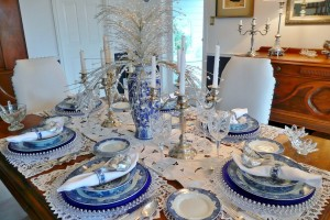 Suzy-q-better-decorating-bible-blog-ideas-Christmas-holiday-table-setting-dining-how-to-forks-knives-dinnerware-party-centerpiece-atmosphere-dinner-plates-simple-chairs-garl